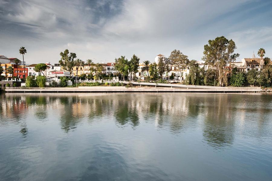 Muelles flotantes en Sevilla