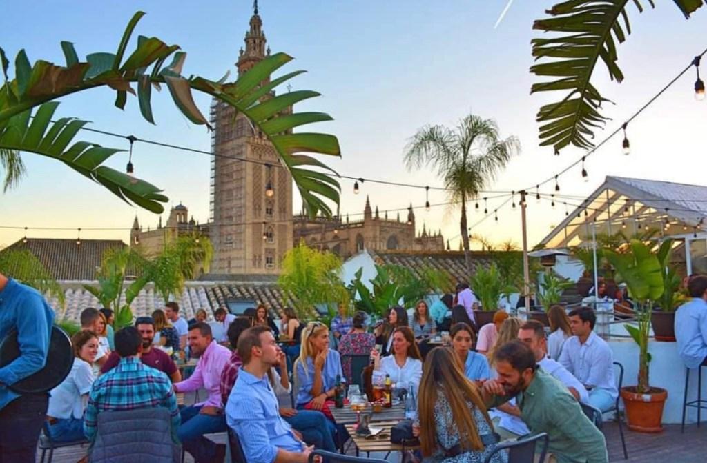 El-Ayuntamiento-de-Sevilla-permitirá-veladores-para-superar-la-crisis