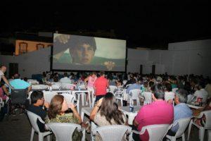 """Sevilla: El primer cine de verano gratis para los """"Héroes sin capa"""""""