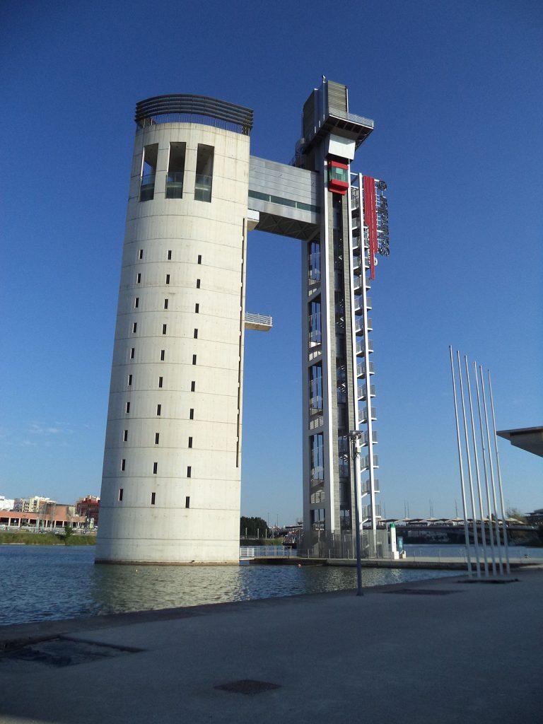 Torre_Schindler_en_sevilla