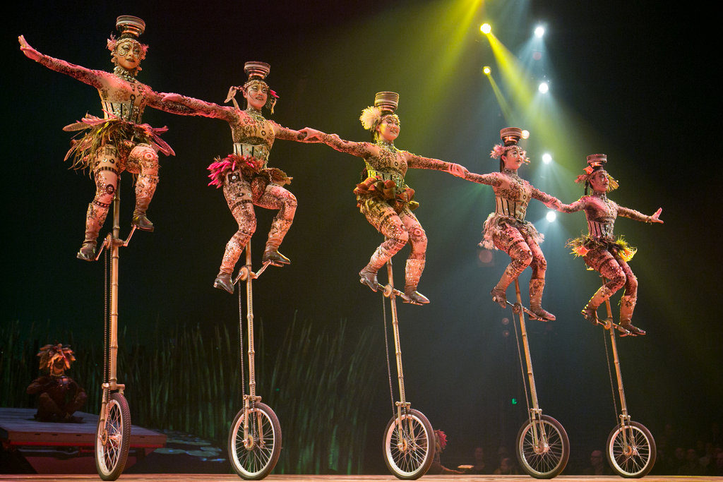 Totem-Cirque-du-Soleil-sevilla-04
