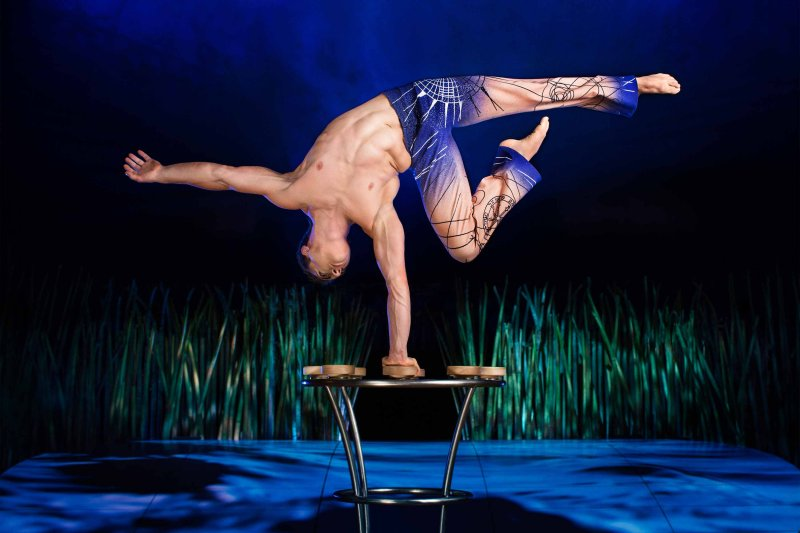 Totem-Cirque-du-Soleil-sevilla-06