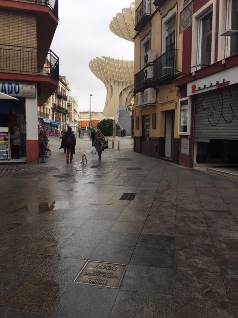 Calle José Gestoso y el Km 0 de Sevilla