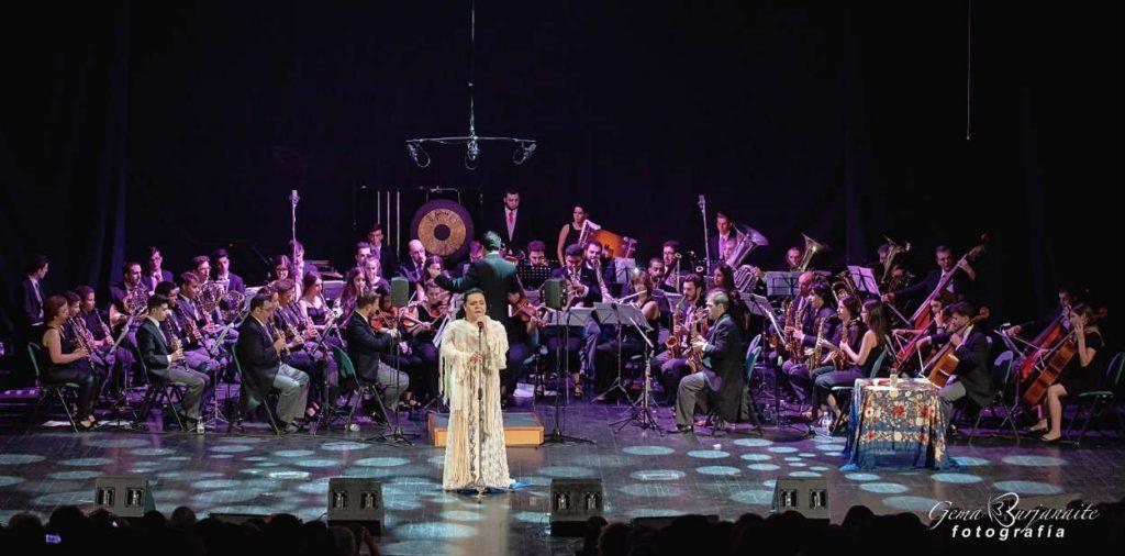 Falete con la Orquesta Sinfónica de Moguer 'Homenaje a Rocío Jurado'. Teatro Lope de Vega, Sevilla