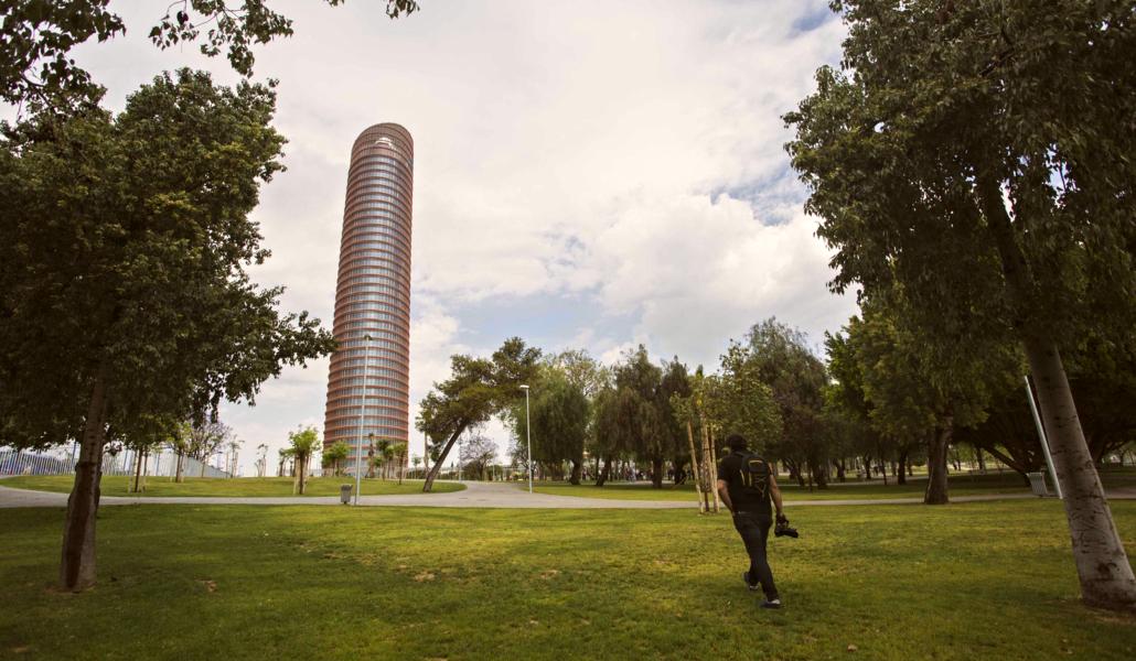 parque-de-magallanes-en-sevilla-junto-torre-pelli