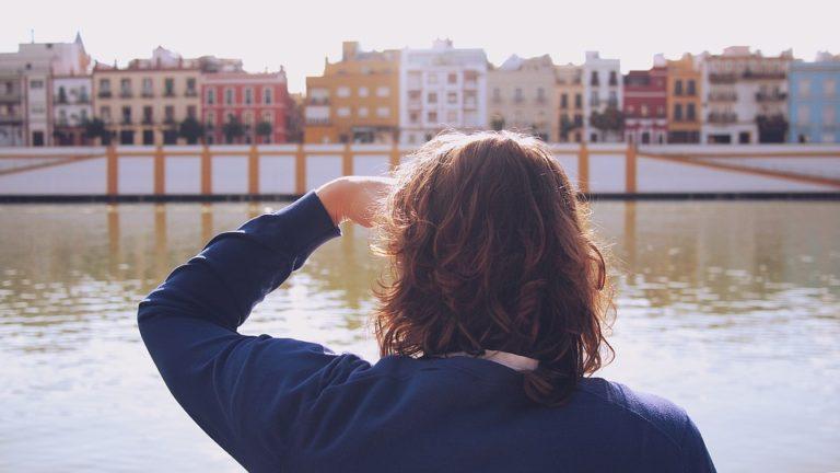 Triana vede dalla passeggiata lungo il fiume a Siviglia
